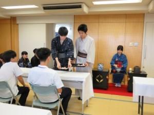 写真5(お運びと高橋)