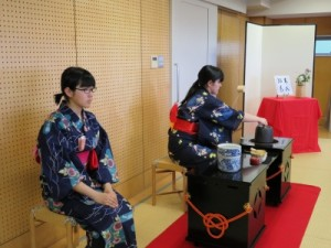 写真2(お点前・田渕、大内)