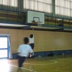 ③バスケゴール下のチャンス
